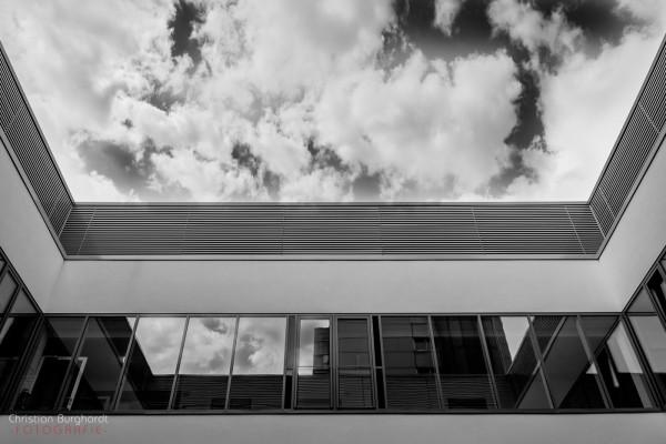 Architektur und Wolken