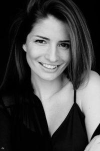 Bernadette Kaspar - black and white - Tageslicht - smile | Portrait | Fujifilm | X-T1 | 35mm